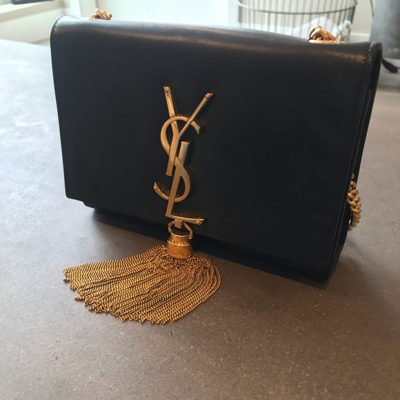 d656f435c648 YSL KATE TASSEL BLACK LEATHER SHOULDER BAG. M 5c41030eaa877094e4c4fbd6